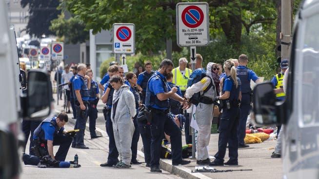 Der Finanzplatz steht in der Kritik der Klimaaktivisten: Polizisten räumen im Juli 2019 die Blockade des Klimacamps der Gruppe Collective Climate Justice vor der UBS in Basel